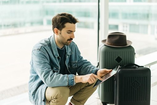 How to Stay Safe When You Use Airport Wifi