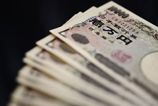 Banks Rush to Turn Japan Cashless